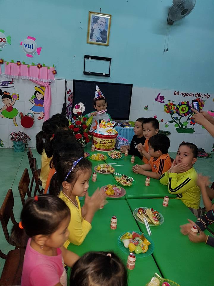 Sinh nhật bé Tuấn Khoa lớp lớn 1